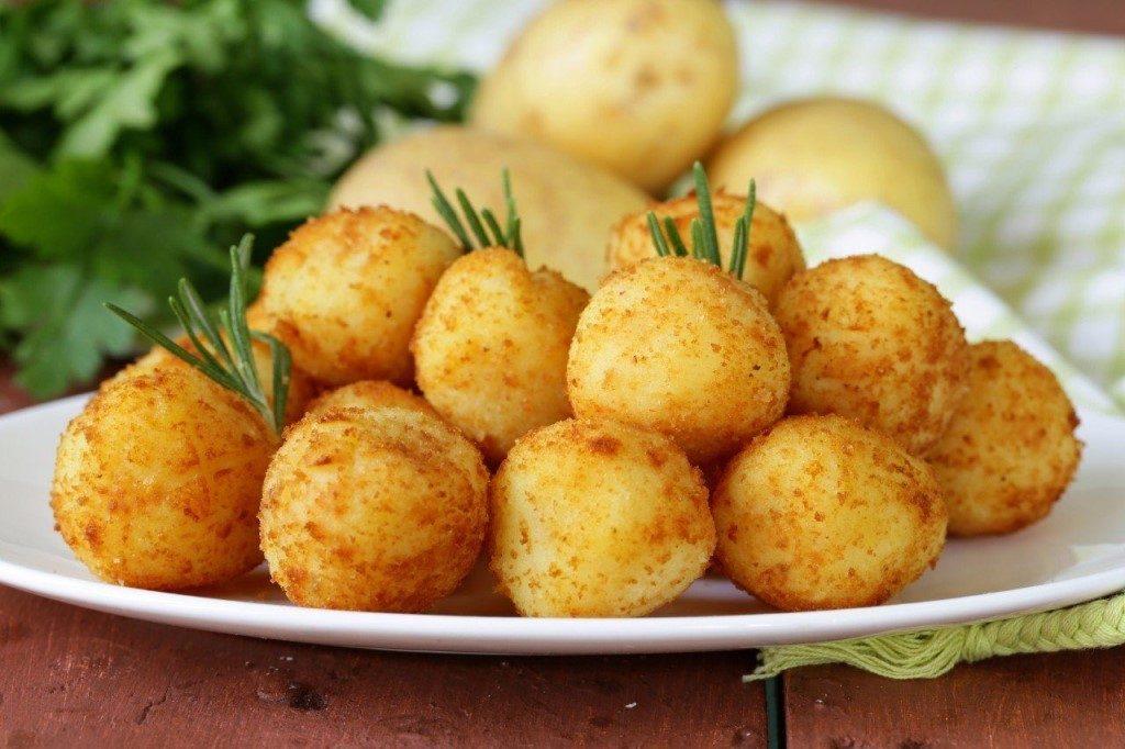 Хрустящие шарики их картофеля и сыра