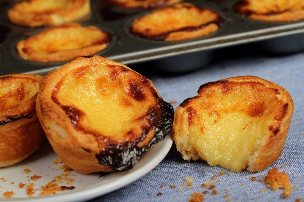 Уличная еда Португалия Паштел де ната