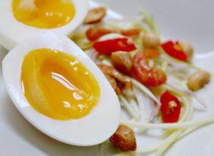 Как и сколько варить яйца в мешочек?