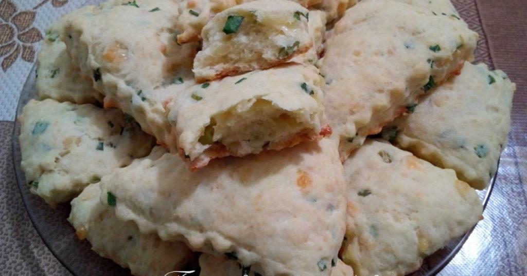 Сырные сконы с зеленым луком