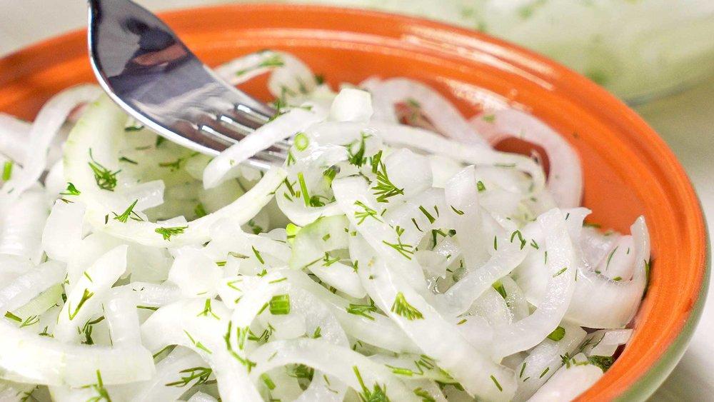 Как замариновать быстро и вкусно лук