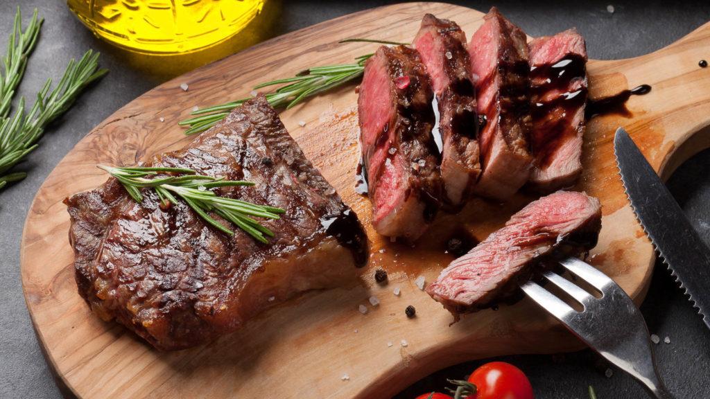 Бифштекс из говядины на гриле