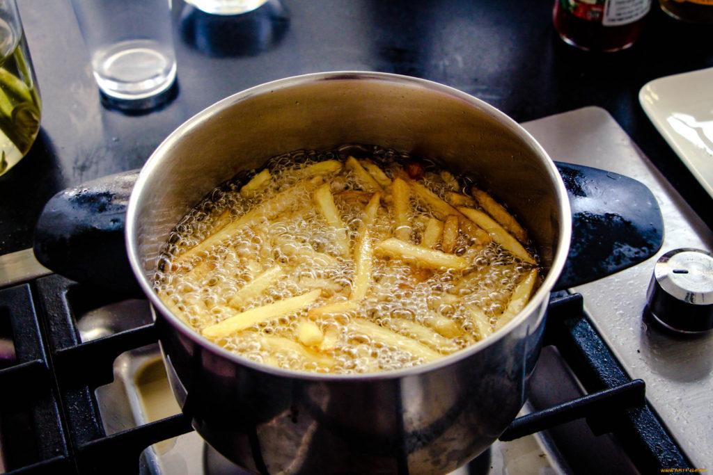 Картошка фри на плите