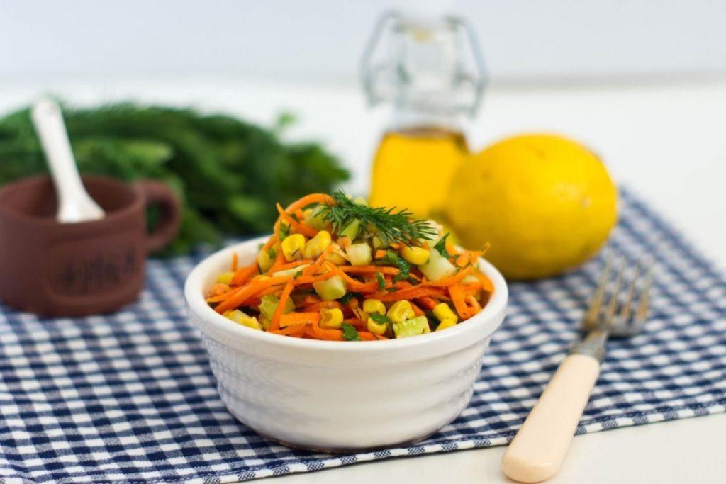 Салат с морковью и семенами льна