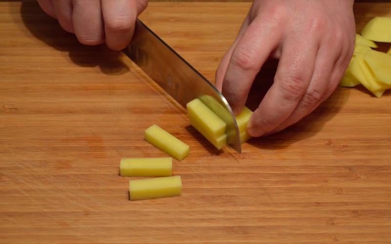 Нарезка картофеля брусочками
